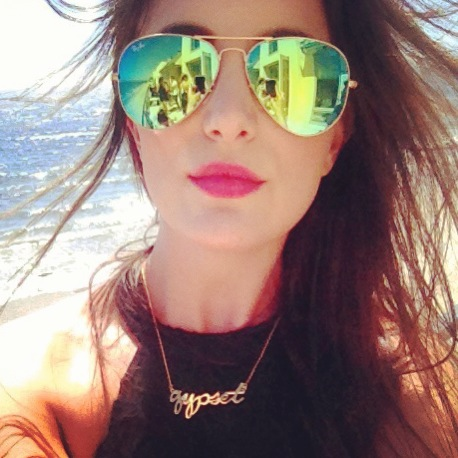 Gypset StyleBlogger Caitlyn Chase from caviarandcashmere.com loves her CC SKYE Gypset Necklace